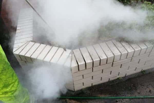 Steam cleaning brickwork